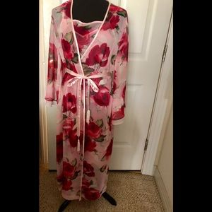 Gorgeous night gown,robe (s)from Valerie Stevens